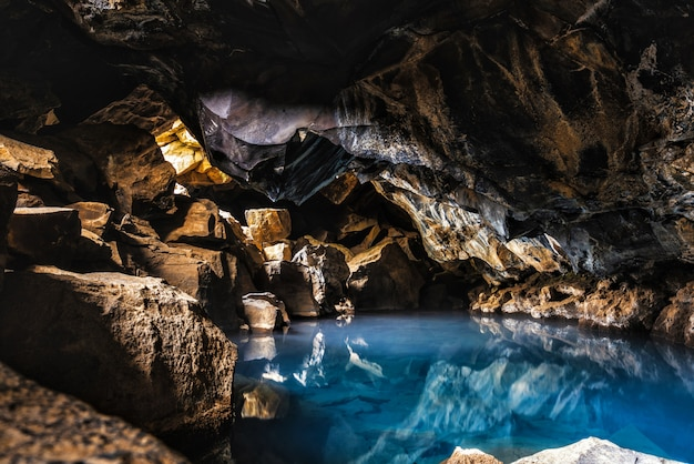 Grjotagja cave hot spring islandia