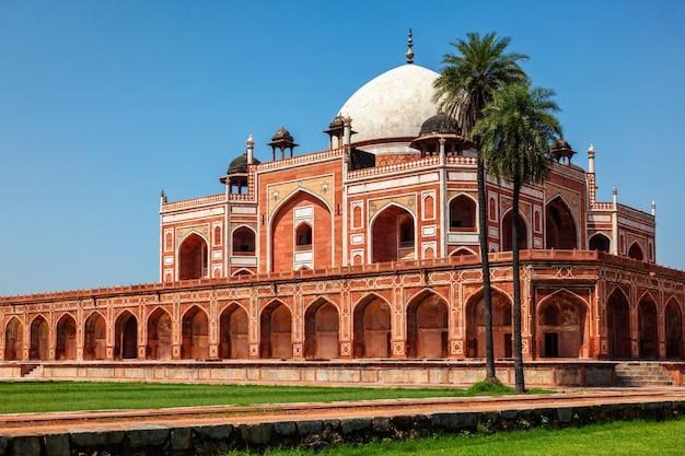 Grobowiec humajuna znany jako cel atrakcji turystycznych. delhi, indie