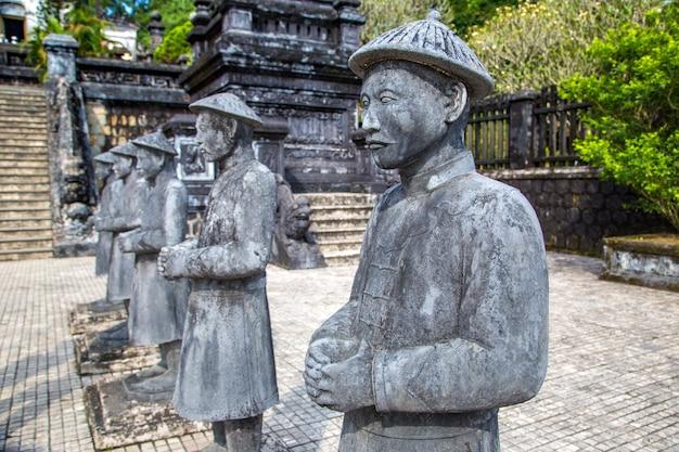 Grobowiec khai dinh z gwardią honorową manadarin w hue, wietnam