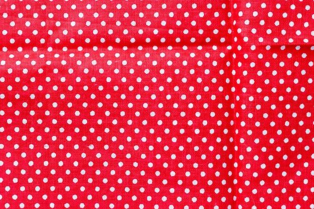 Groszki na czerwonym płótnie bawełnianym tekstury