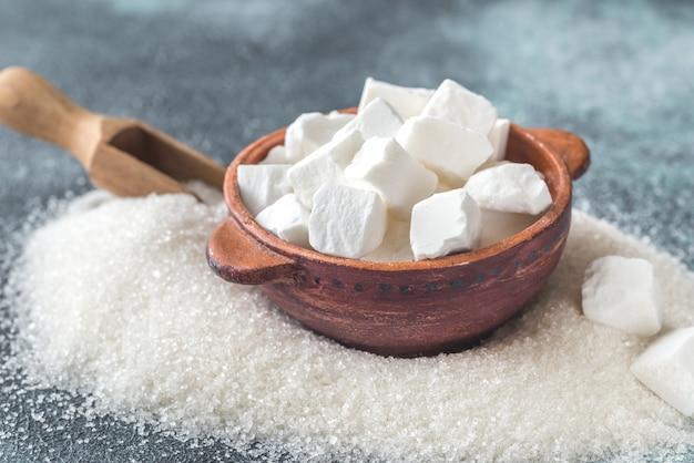 Grudkowy i granulowany rafinowany cukier