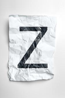 Grunge marszczący papierowi listy na białym tle