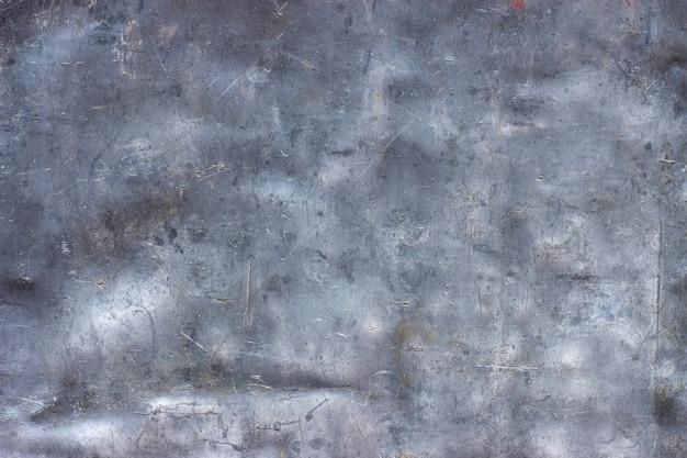 Grunge metalowy wzór, brudna aluminiowa tekstura z wgnieceniami i zadrapaniami jako tło
