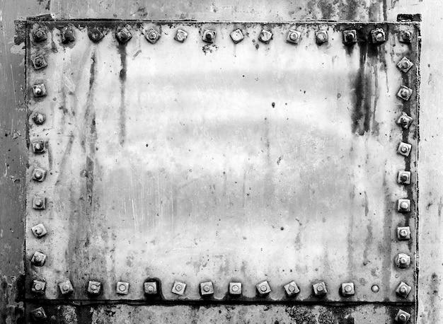 Grunge tła metalu talerz z śrubami