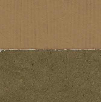 Grunge tło z poszarpaną papierową teksturą na kartonie