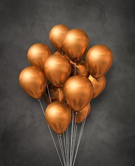 Grupa balonów miedzianych powietrzem na ciemnym tle betonu