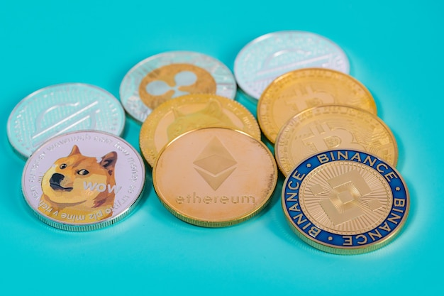 Grupa binance coin bnb zawiera monetę walutową crypto dogecoin doge, bitcoin btc, ethereum eth, symbol stellar xlm przyszłość wirtualnej technologii blockchain to zbliżenie pieniędzy i koncepcja makro.