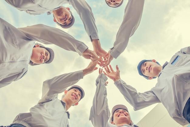 Grupa ludzi pracy zespołowej związek ręka społeczność