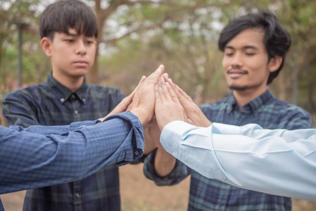 Grupa ludzi przyjaźń partner biznes społeczność