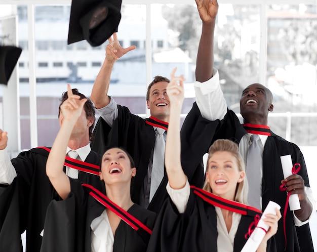 Grupa ludzi ukończenie college'u
