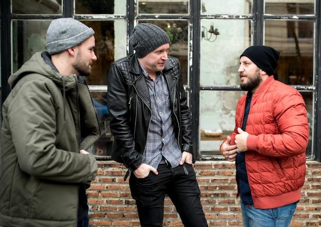 Grupa mężczyzn dyskusji