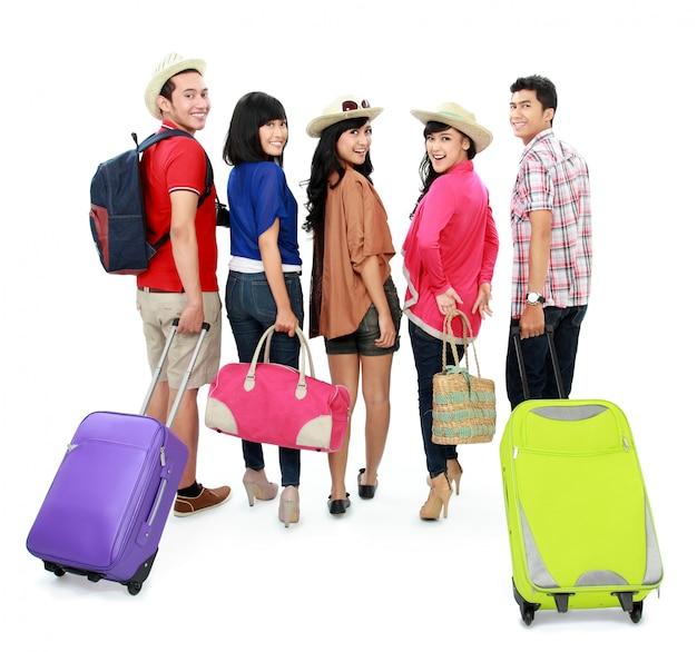 Grupa młodych turystów