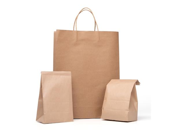 Grupa obiad torba papierowa i torby papierowe na zakupy samodzielnie na białym tle