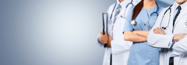 Grupa osób zajmujących się profesjonalną opieką zdrowotną