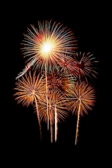 Grupa pięknych kolorowych błyszczących fajerwerków