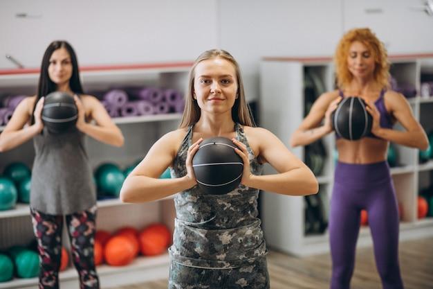 Grupa pilates, poćwiczyć na siłowni