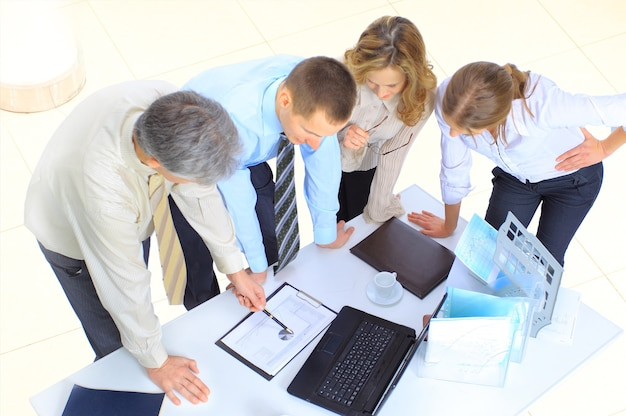 Grupa przedsiębiorców do zawarcia transakcji.
