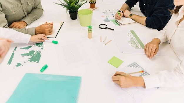 Grupa przedsiębiorców przekazać białe biurko