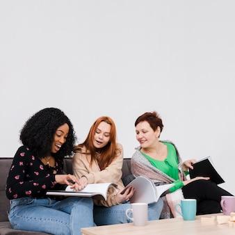 Grupa przyjaciół, czytanie razem książek