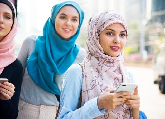 Grupa przyjaciół islamskich kobiet