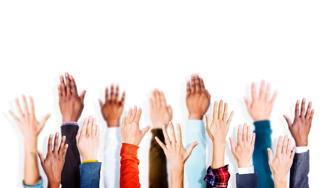 Grupa rąk broni podniesiony koncepcja vounteer