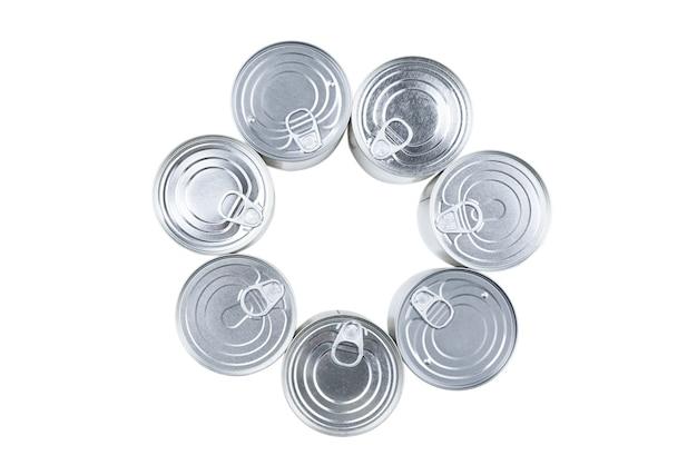 Grupa srebra konserwy na białym tle