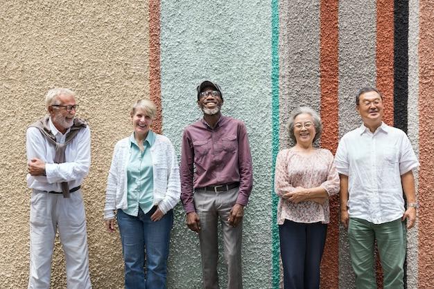 Grupa starszy emerytura przyjaciół szczęścia pojęcie