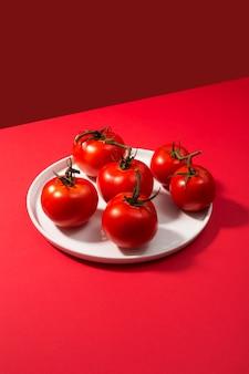 Grupa świeżych pomidorów