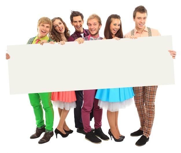 Grupa szczęśliwych ludzi z banerem. pojedynczo na białym tle