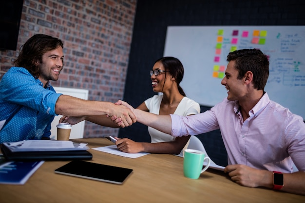 Grupa współpracowników interakcji i uzgadniania