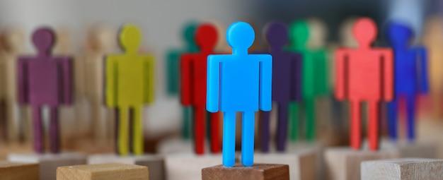 Grupowe wielobarwne sylwetki pracy zespołowej ludzie biznesu spotkania