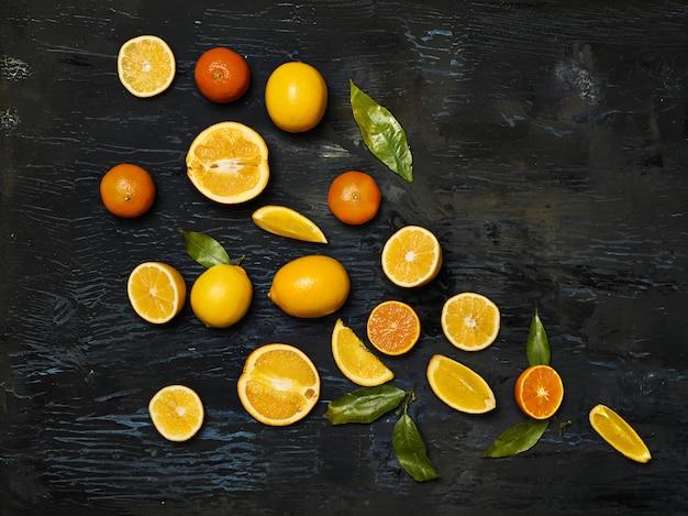 Grupuj świeże owoce przeciwko czerni
