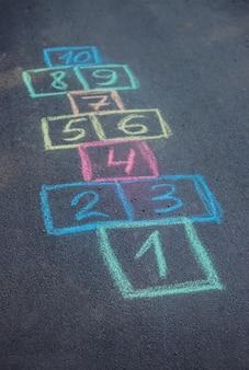 Gry dla dzieci w klasyce. selektywne skupienie.
