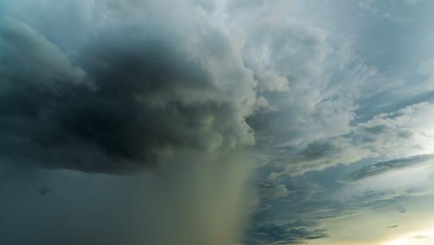 Grzmot burza niebo deszcz chmury