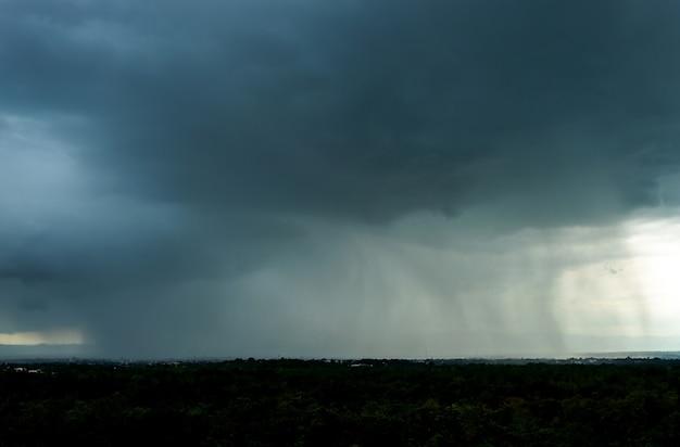 Grzmot burzowe niebo chmury deszczowe