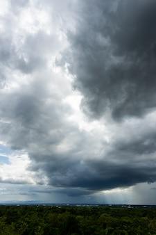 Grzmot burzy niebo deszczowe chmury