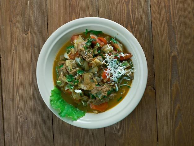 Gulas - chorwacki gulasz gulaszowy z warzywami i grzybami
