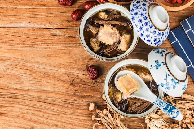 Gulasz żebrowy z drzewa herbacianego