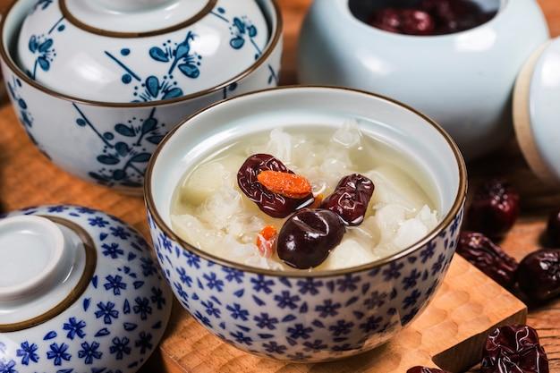Guma brzoskwiniowa i zupa z tremelli