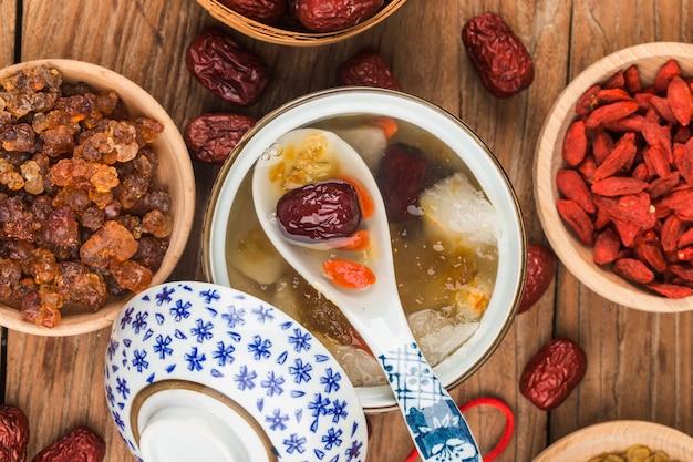 Guma brzoskwiniowa saponina ryż ryż cukier woda duszona guma brzoskwiniowa z tradycyjnym chińskim tonikiem z sydney