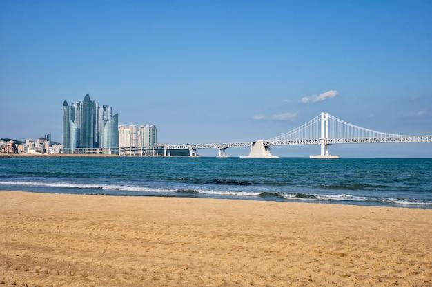 Gwangalli beach w busan, korea południowa