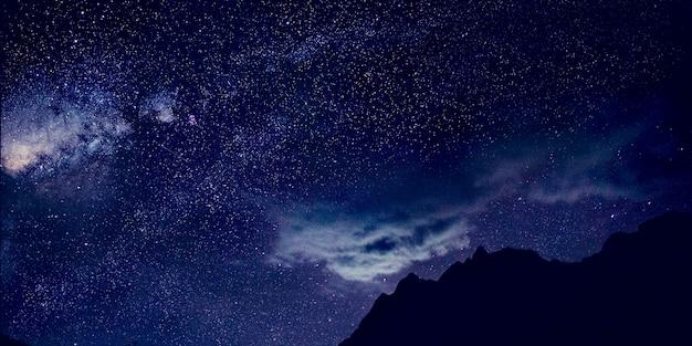 Gwiazdy ciemne niebo piękne oszałamiające