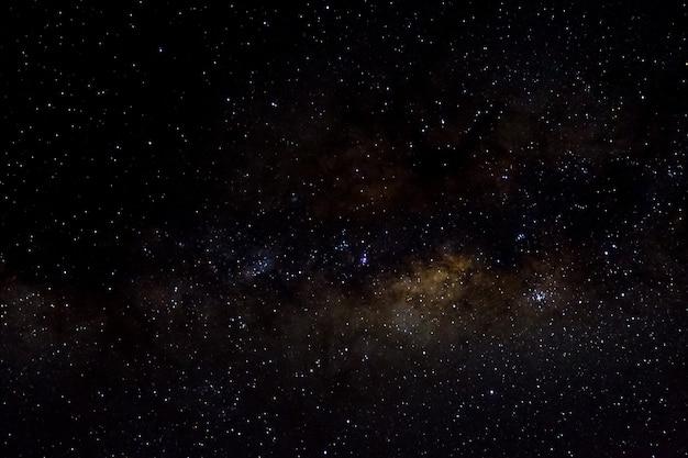 Gwiazdy i galaktyka kosmos niebo noc wszechświat czarne gwiaździste tło błyszczącego pola gwiazd