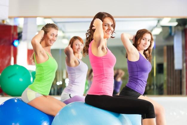 Gym fitness women - trening i trening