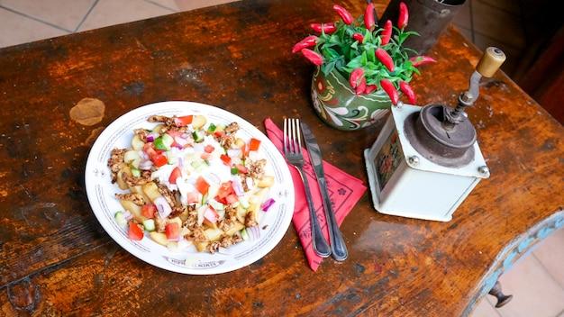 Gyros na stole w restauracji