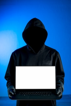 Hacker przedstawiający szablon laptopa