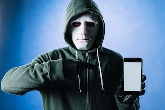 Hacker z smartphone szablonem