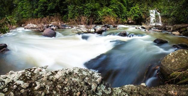 Haewsuwat siklawa przy khao yai parkiem narodowym, tajlandia