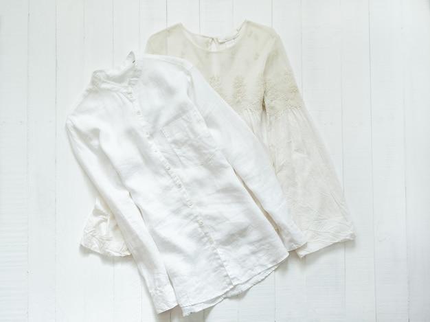 Haftowana bluzka i biała koszula. koncepcja odzieży