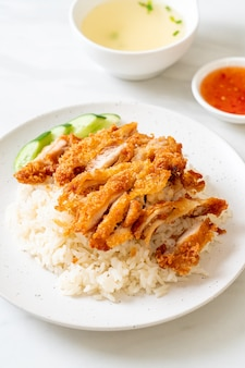 Hainanese chicken rice with fried chicken or rice gotowana na parze chicken with fried chicken - asian food style